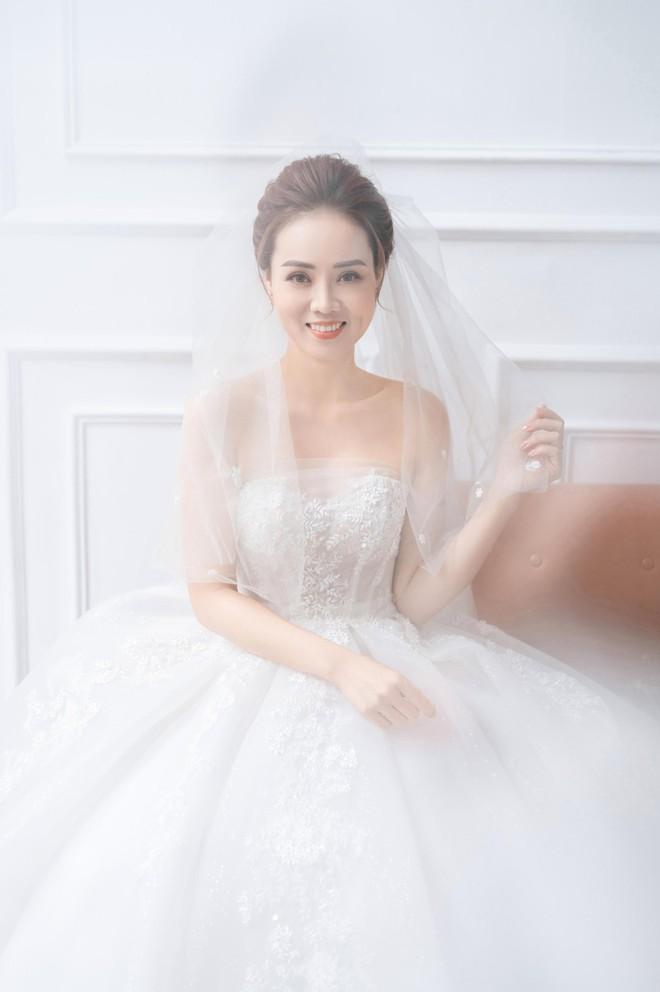 NSND Công Lý khoe khoảnh khắc hạnh phúc bên vợ sắp cưới ảnh 7