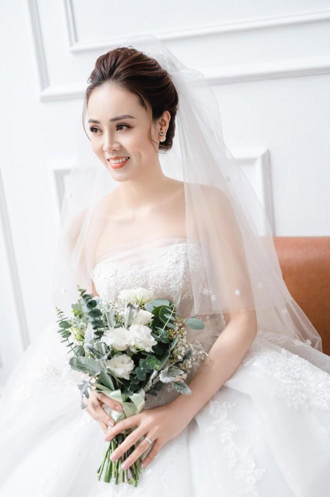NSND Công Lý khoe khoảnh khắc hạnh phúc bên vợ sắp cưới ảnh 6