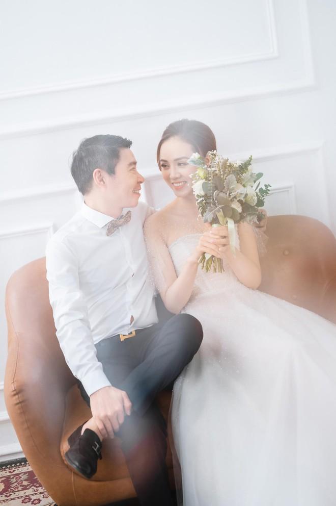 NSND Công Lý khoe khoảnh khắc hạnh phúc bên vợ sắp cưới ảnh 3