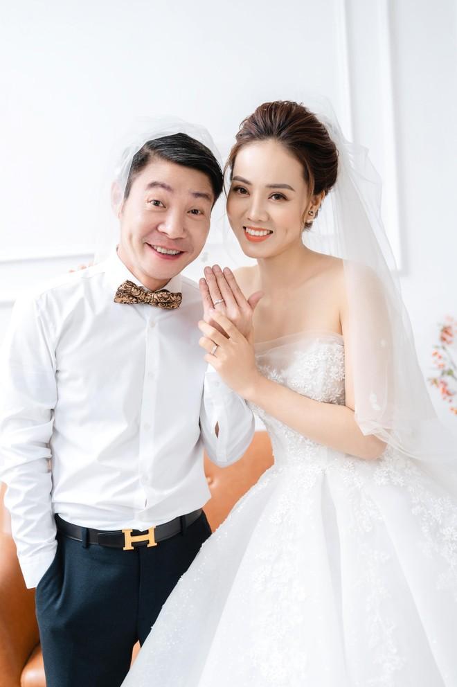 NSND Công Lý khoe khoảnh khắc hạnh phúc bên vợ sắp cưới ảnh 2