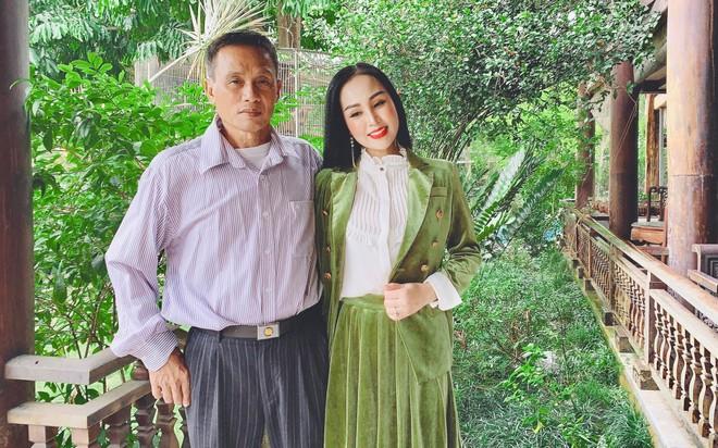 Ca sĩ Khánh Ly và bố