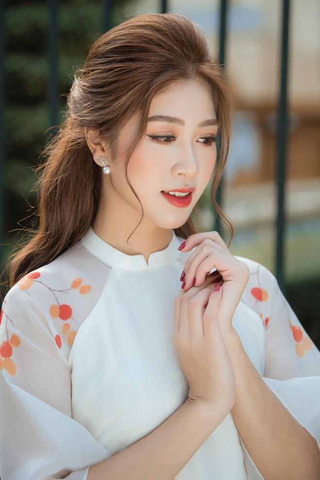 """Top 10 """"Hoa hậu Việt Nam 2020"""" Đặng Vân Ly nói về tin đồn """"đại gia"""" chống lưng ảnh 2"""