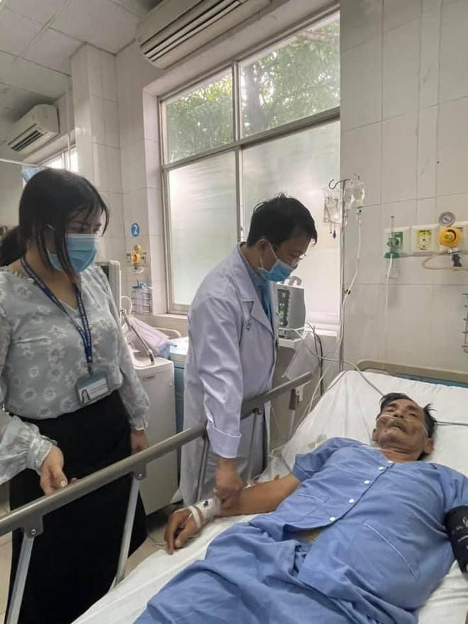 Vợ đã có mặt tại bệnh viện nơi nghệ sĩ Thương Tín bị đột quỵ ảnh 1