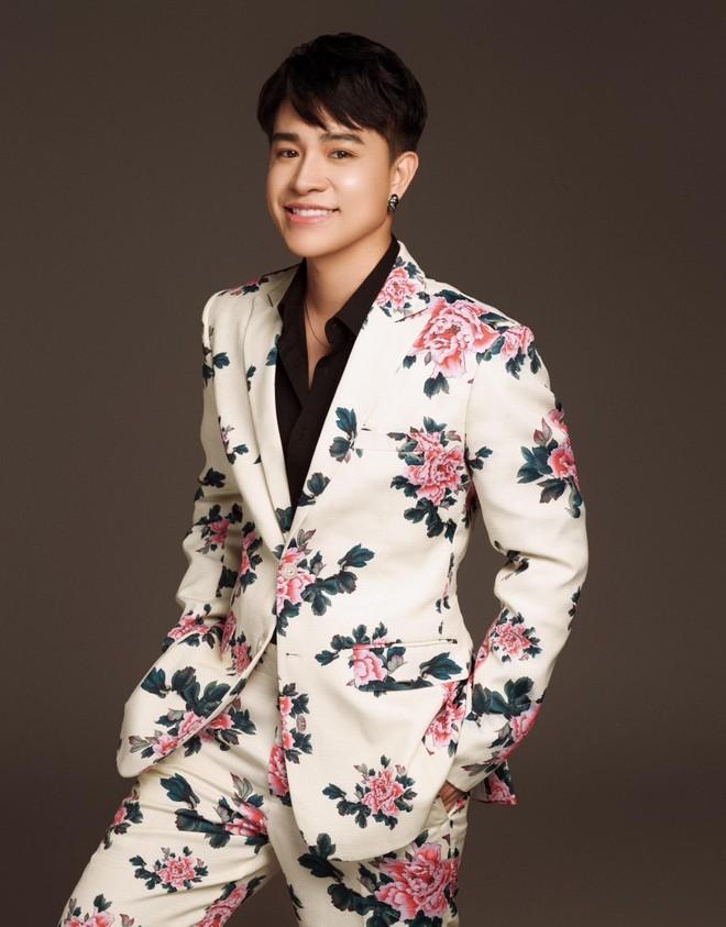 """""""Hiện tượng"""" giọng hát phi giới tính Tùng Anh tiết lộ lý do biến mất khỏi showbiz ảnh 1"""