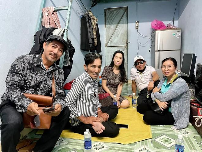 """Nghệ sĩ Thương Tín: """"Mình khổ rồi mà còn đi xe hơi thì kỳ lắm!"""" ảnh 2"""