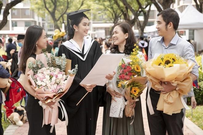 Á hậu Phương Anh tốt nghiệp thủ khoa ảnh 2