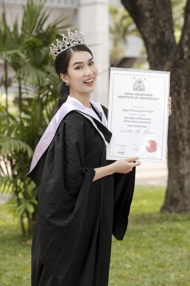 Á hậu Phương Anh tốt nghiệp thủ khoa ảnh 1