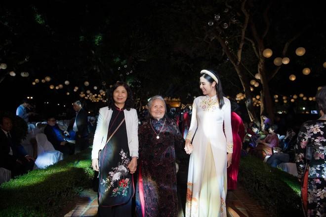 Hoa hậu Ngọc Hân mời người khuyết tật trình diễn áo dài ảnh 13