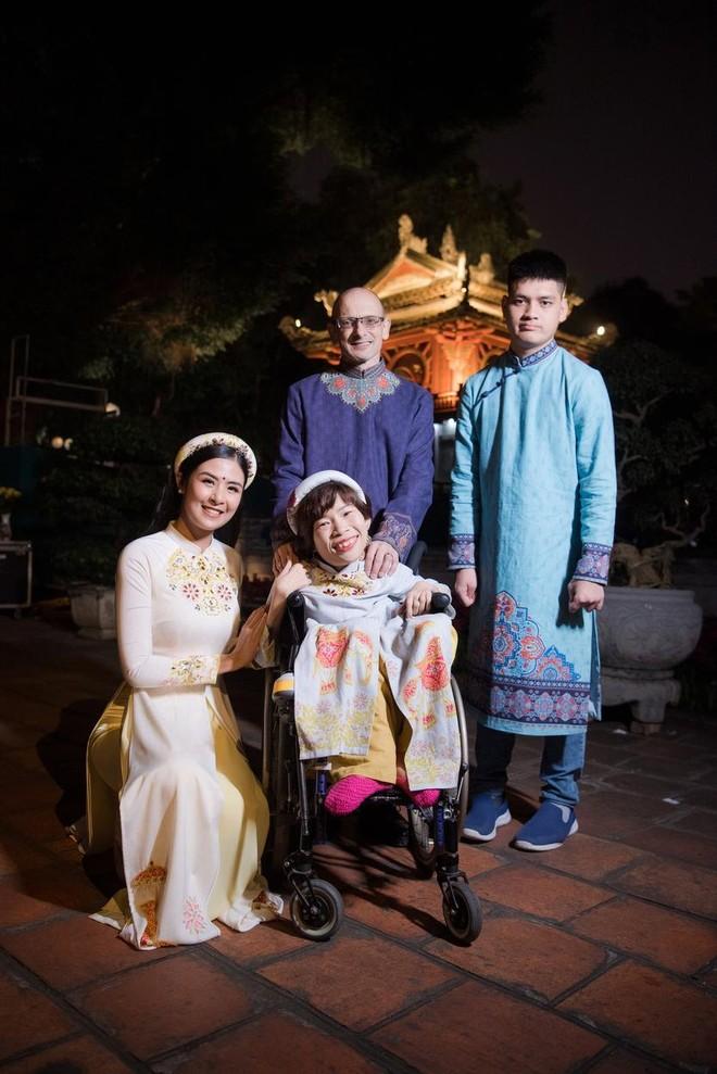 Hoa hậu Ngọc Hân mời người khuyết tật trình diễn áo dài ảnh 12