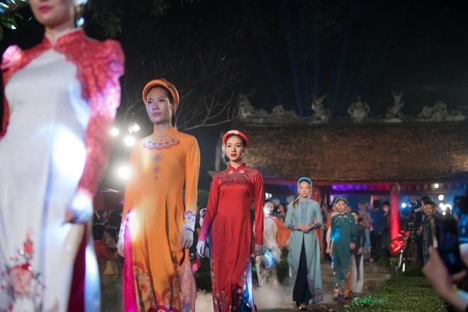 Hoa hậu Ngọc Hân mời người khuyết tật trình diễn áo dài ảnh 6