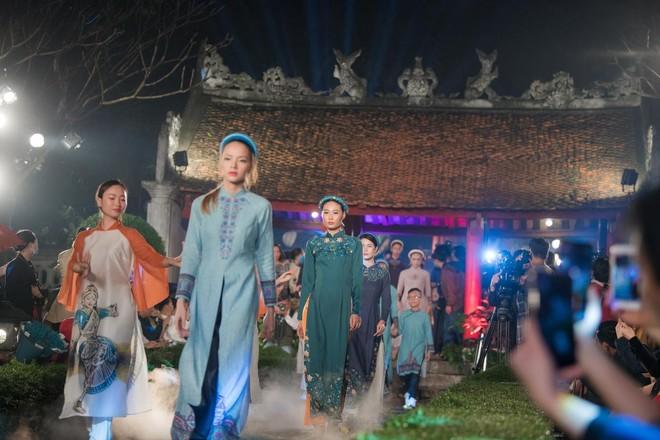 Hoa hậu Ngọc Hân mời người khuyết tật trình diễn áo dài ảnh 11