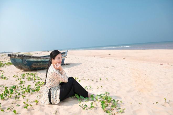 """Quán quân """"Sao Mai"""" Huyền Trang ra mắt MV đặc biệt về Quảng Bình ảnh 1"""