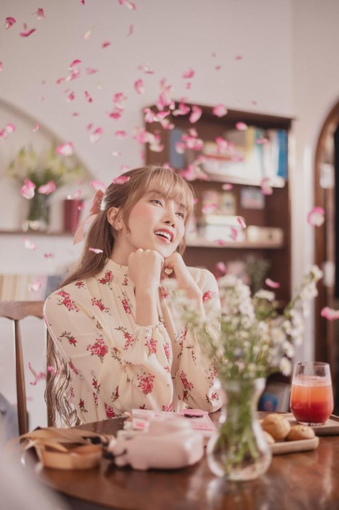 Tung MV mới, Thiều Bảo Trâm bị chê cả về giọng hát lẫn diễn xuất ảnh 2