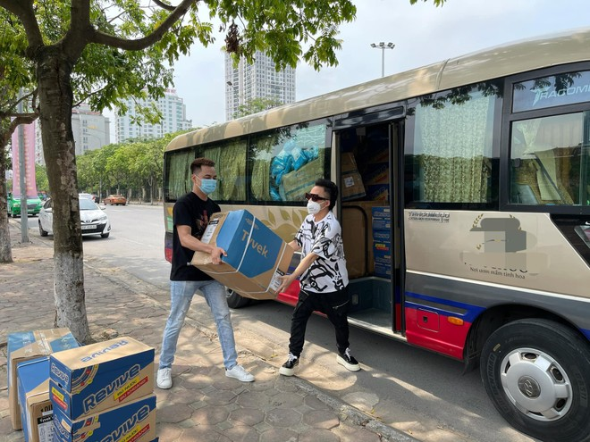 Tùng Dương, Đàm Vĩnh Hưng chung sức hỗ trợ chống dịch Covid-19 ảnh 1