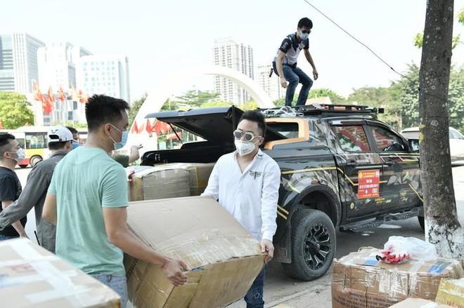 Tùng Dương tiếp tục vận chuyển đồ cứu trợ đến người dân Bắc Giang, Bắc Ninh ảnh 1