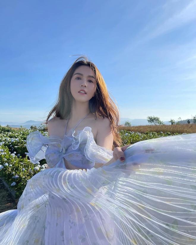 Ngọc Trinh tung MV khoe giọng hát, bỏ ngỏ ý định lấn sân làm ca sĩ ảnh 2