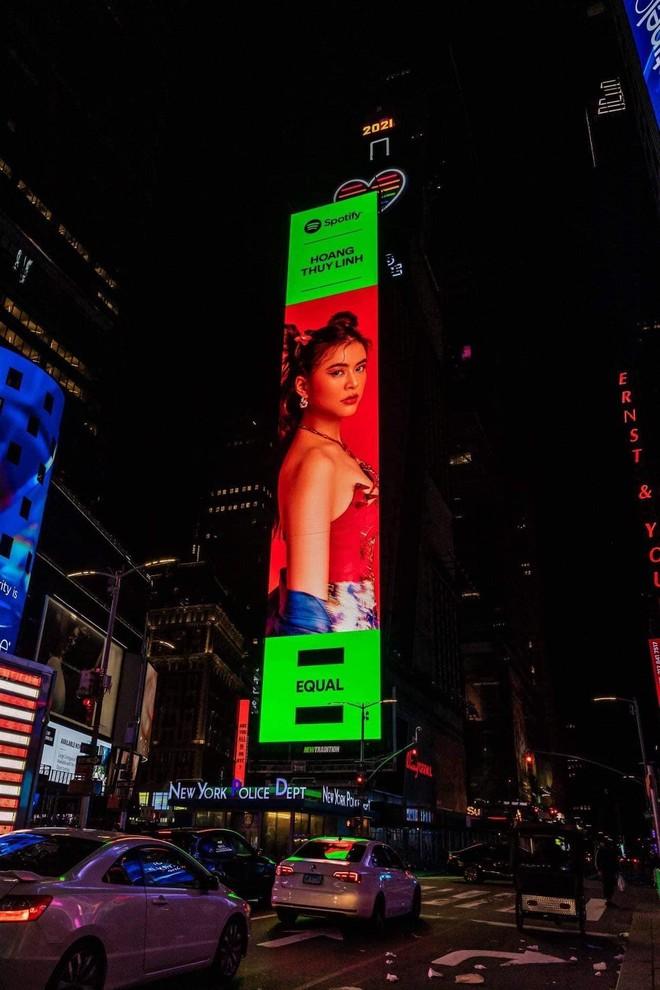 Hình ảnh Hoàng Thùy Linh xuất hiện tại quảng trường Thời Đại ở New York ảnh 1