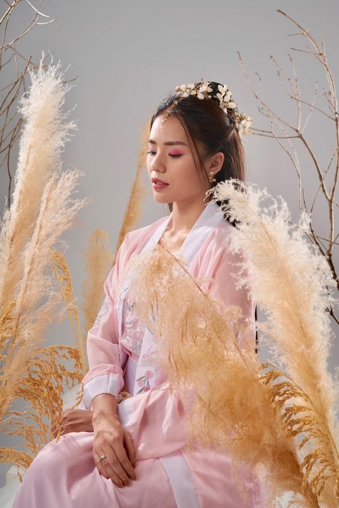 """Giọng hát """"triệu view"""" Hương Ly tung MV cổ trang đầu tiên ảnh 1"""