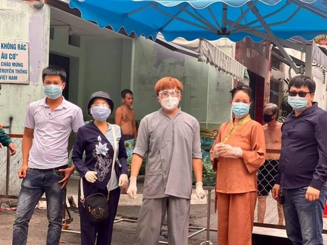 """""""Sao"""" Việt chung sức hỗ trợ người dân TP.HCM chống dịch ảnh 3"""