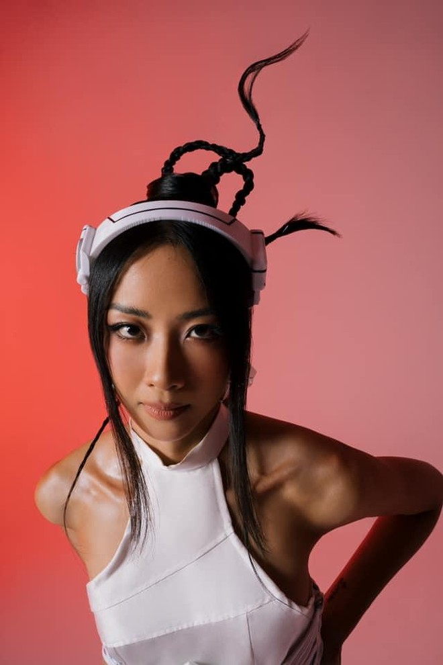 Hình ảnh của nữ Rapper Suboi xuất hiện tại quảng trường lớn nhất nước Mỹ ảnh 2