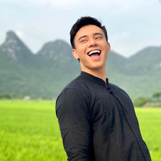 Đông Hùng bất ngờ trở lại ấn tượng với MV đậm chất Rock Ballad ảnh 2