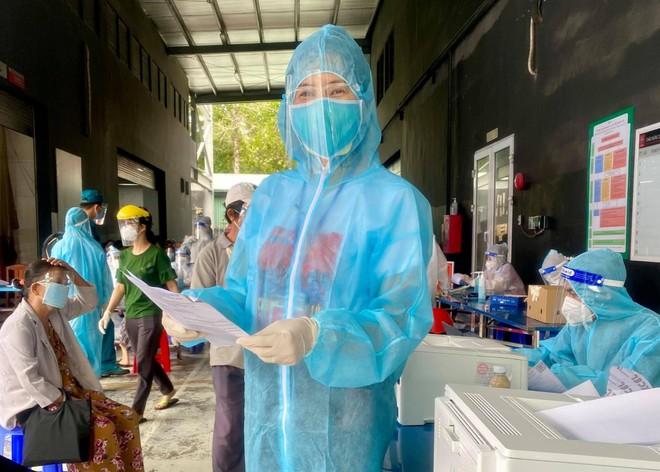 MC Quỳnh Hoa kể về bông hoa đặc biệt tại bệnh viện dã chiến TP.HCM ảnh 1