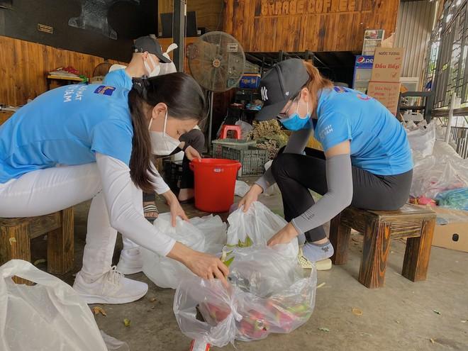 """Dàn người đẹp """"chi viện"""" lương thực cho người lao động nghèo tại TP.HCM ảnh 3"""