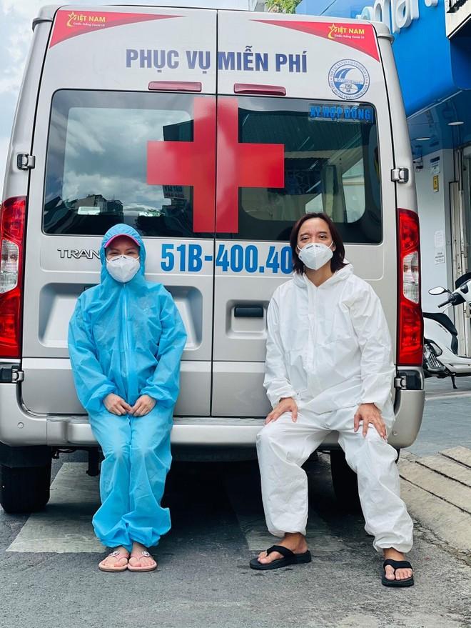 Việt Hương mua xe cứu thương thứ 5 hỗ trợ chống dịch Covid-19