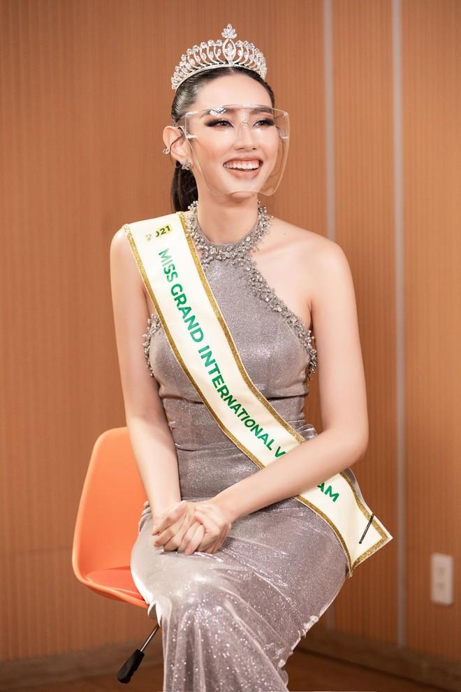 """Thùy Tiên chọn trang phục """"Thiên thần"""" mang đến """"Hoa hậu Hòa bình thế giới 2021"""" ảnh 3"""