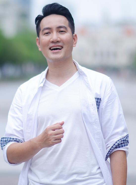 Ca sĩ Phi Hùng sáng tác ca khúc động viên tinh thần chống dịch Covid-19 ảnh 2