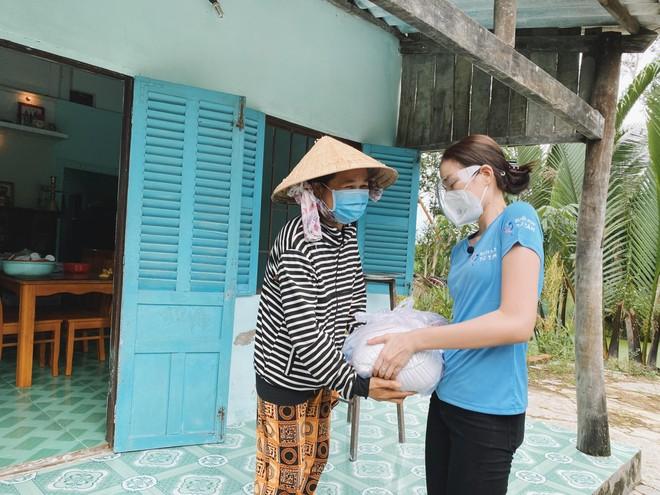 """Hoa hậu Đỗ Thị Hà tiếp tục hành trình thiện nguyện trước thềm """"Miss World 2021"""" ảnh 10"""