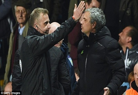 Chán mỉa mai, Jose Mourinho kêu gọi tẩy chay trọng tài ảnh 1