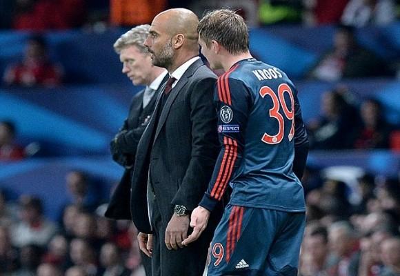 """Toni Kroos """"hục hặc"""" với HLV Pep Guardiola khi rời sân ảnh 2"""