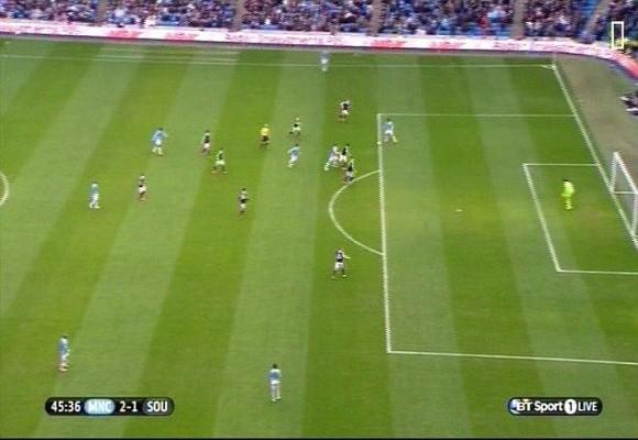 Nasri ghi bàn thắng tranh cãi, Man City thắng dễ Southampton ảnh 2