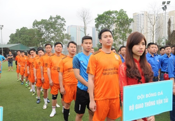 Bộ trưởng Đinh La Thăng sát cánh cùng các cựu danh thủ giành cúp vô địch ảnh 1