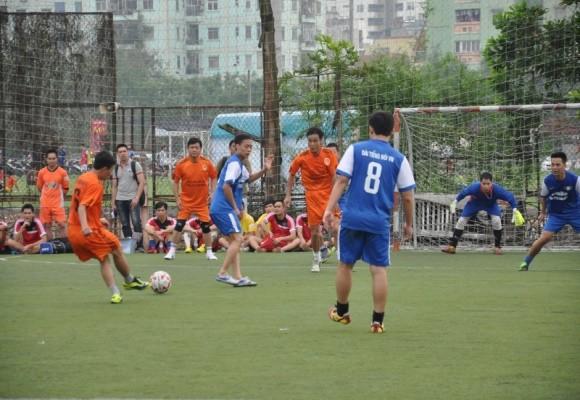 Bộ trưởng Đinh La Thăng sát cánh cùng các cựu danh thủ giành cúp vô địch ảnh 6