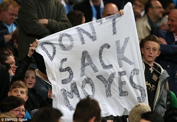"""Fan Man City """"nuối tiếc"""" khi David Moyes bị M.U sa thải ảnh 1"""