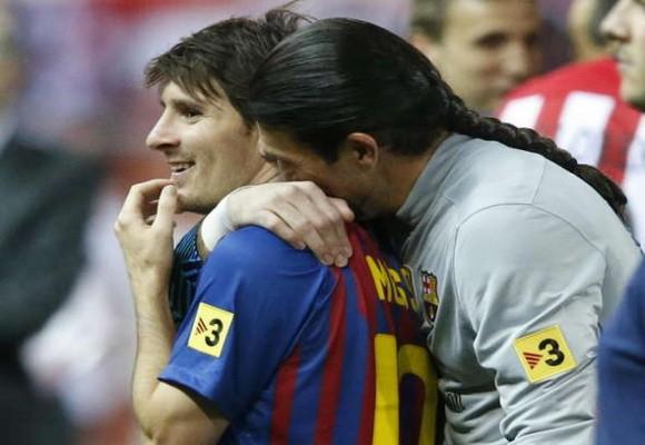 """Bội ước với Messi, Barca """"tống"""" Pinto ra đường ảnh 1"""