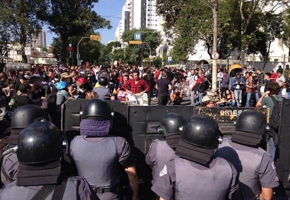 Sốc: Bạo loạn trên đường phố Brazil vì phản đối World Cup ảnh 1