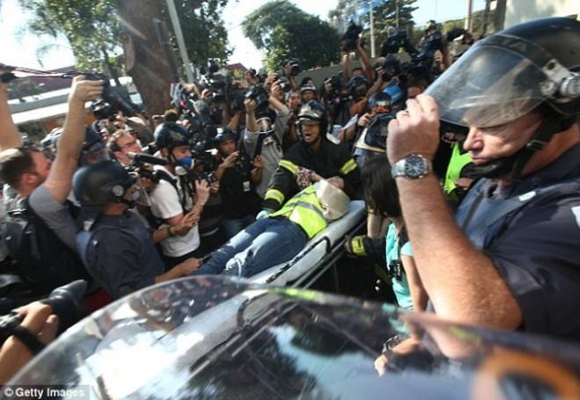 Sốc: Bạo loạn trên đường phố Brazil vì phản đối World Cup ảnh 2