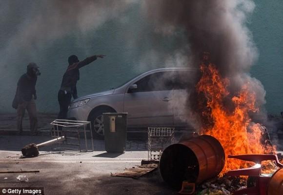 Sốc: Bạo loạn trên đường phố Brazil vì phản đối World Cup ảnh 7