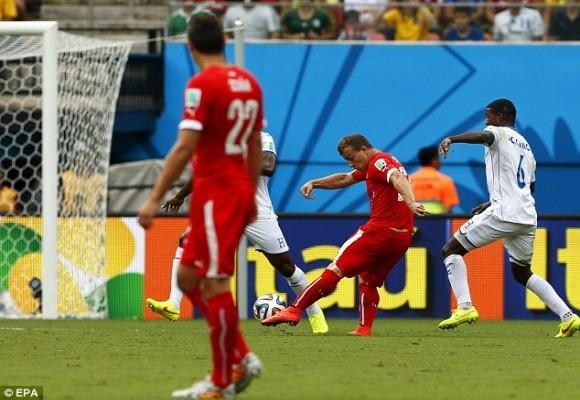 Shaqiri lập hat-trick, Thụy Sĩ theo Pháp vào vòng 16 đội ảnh 1