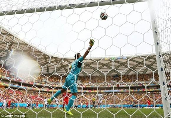 Shaqiri lập hat-trick, Thụy Sĩ theo Pháp vào vòng 16 đội ảnh 2