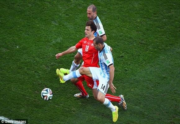5 phút kịch tính trong hiệp phụ và thần may mắn đưa Argentina vào tứ kết ảnh 2
