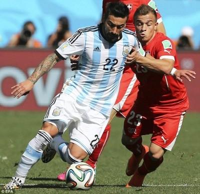 5 phút kịch tính trong hiệp phụ và thần may mắn đưa Argentina vào tứ kết ảnh 4