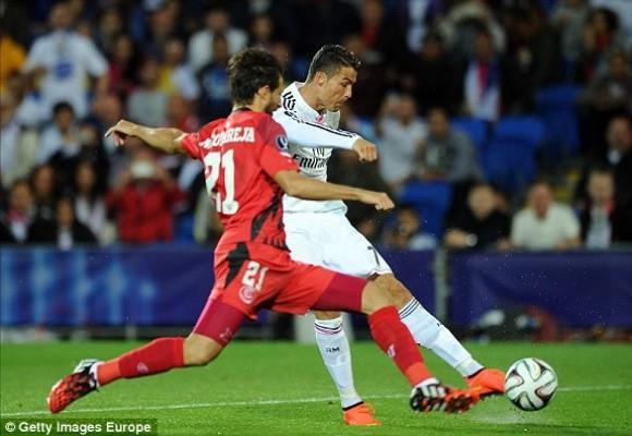 """Ronaldo lập cú đúp trong ngày """"dải ngân hà"""" tỏa sáng ảnh 4"""