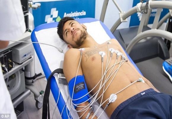 Mê mải Facebook và Instagram, Neymar lộ chuyện trốn tập ở Barca ảnh 1