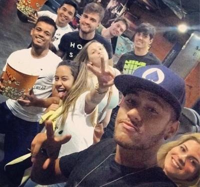 Mê mải Facebook và Instagram, Neymar lộ chuyện trốn tập ở Barca ảnh 3