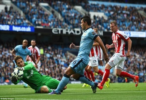 Màn bứt tốc siêu đẳng của cựu cầu thủ M.U khiến Man City ôm hận ảnh 1
