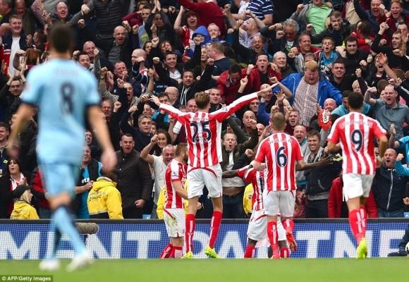 Màn bứt tốc siêu đẳng của cựu cầu thủ M.U khiến Man City ôm hận ảnh 4